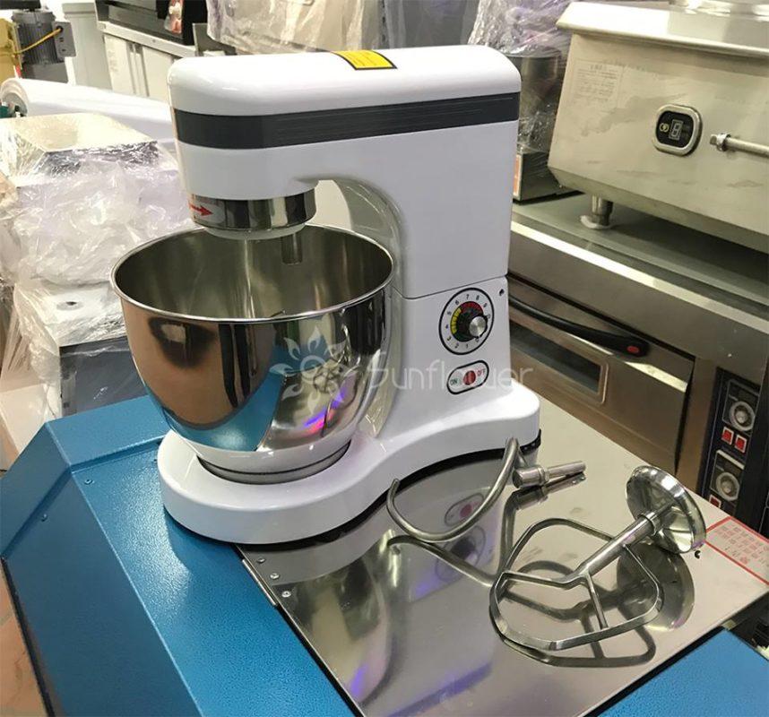 Máy đánh kem trứng B7 được cấu tạo hoàn toàn từ inox cao cấp, có độ bền cao, đảm bảo an toàn vệ sinh thực phẩm