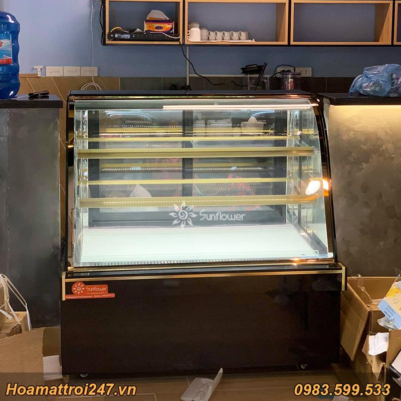 Tủ trưng bày bánh kính cong 1m2 là sự lựa chọn hoàn hảo cho các tiệm bánh. tiệm trà, quán cafe...