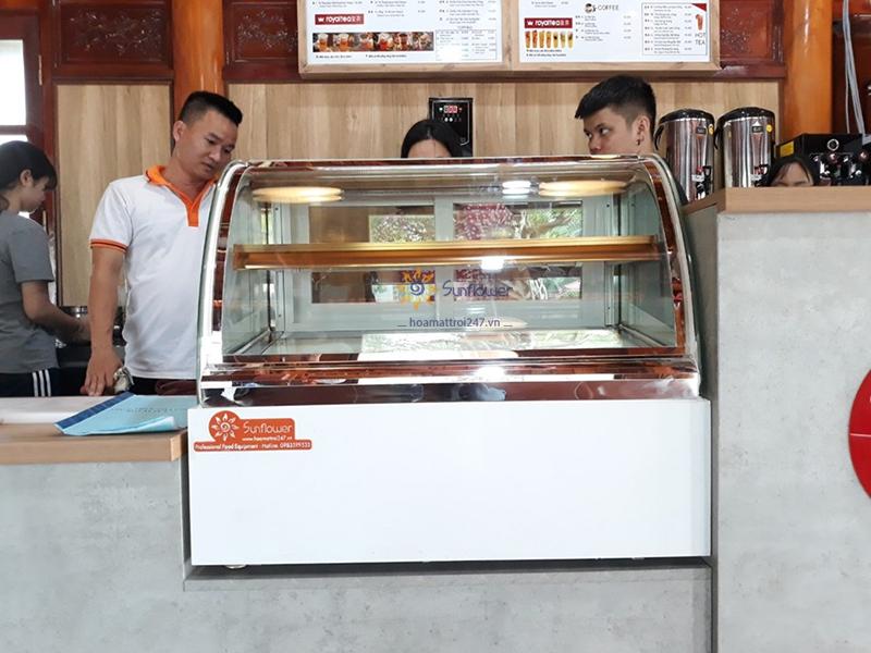 Tủ trưng bày bánh kem để bàn là sự lựa chọn tối ưu cho những cửa hàng có diện tích không gian hạn chế
