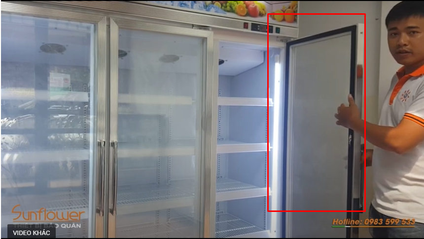 Cánh tủ được trang bị lớp gioăng cao su và lớp nam châm giúp tủ luôn kín, đảm bảo hơi lạnh luôn được bảo toàn.