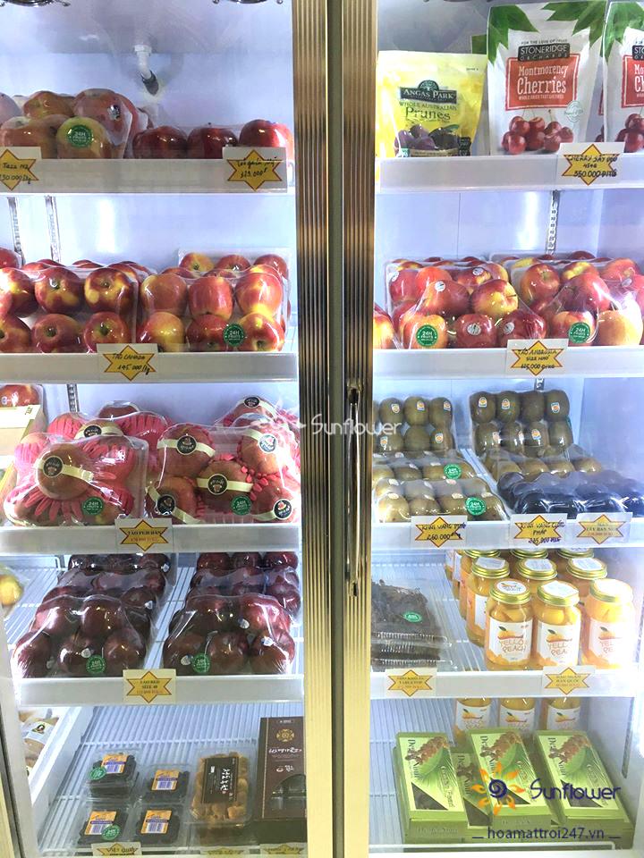 Tủ có nhiều khay chứa riêng biệt nên bảo quản được nhiều loại thực phẩm mà không lo bị lẫn mùi