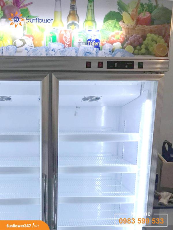 Bộ điều chỉnh nhiệt độ, quạt gió và hệ thống đèn led đã tạo nên một chiếc tủ mát 2 cánh kính rất ưu việt