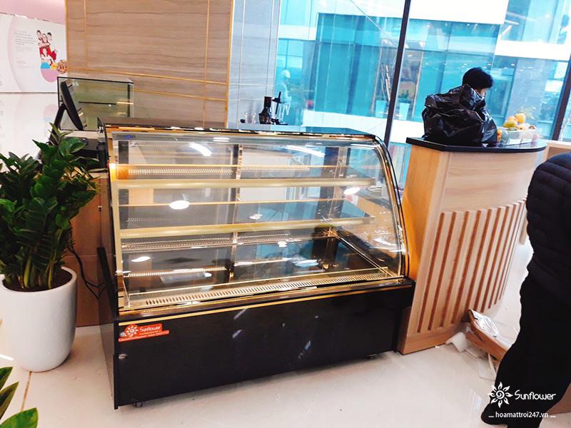 Tủ bánh kem kính cong 3 tầng TB468A đáp ứng đầy đủ các tiêu chí: đẹp, bền và rẻ