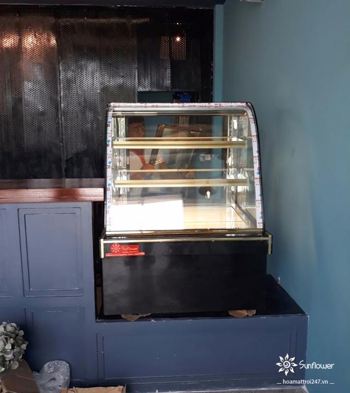 Tủ bánh kem mini 3 tầng được lắp đặt và bàn giao cho khách hàng
