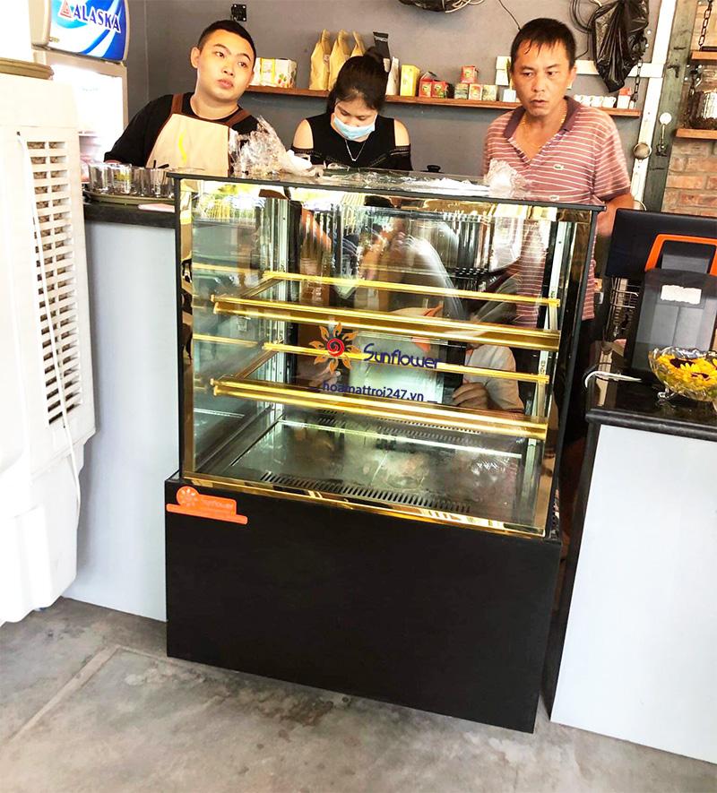 Tủ trưng bày bánh 3 tầng 90cm rất được ưa chuộng tại các quán cafe, tiệm trà....