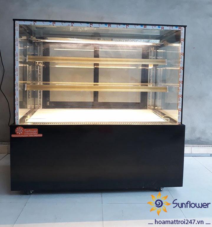 Tủ trưng bày bánh kem 3 tầng được trang bị nhiều tính năng hiện đại và thông minh