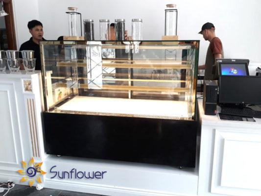 Tủ bánh kem 3 tầng được lắp đặt và bàn giao cho khách hàng