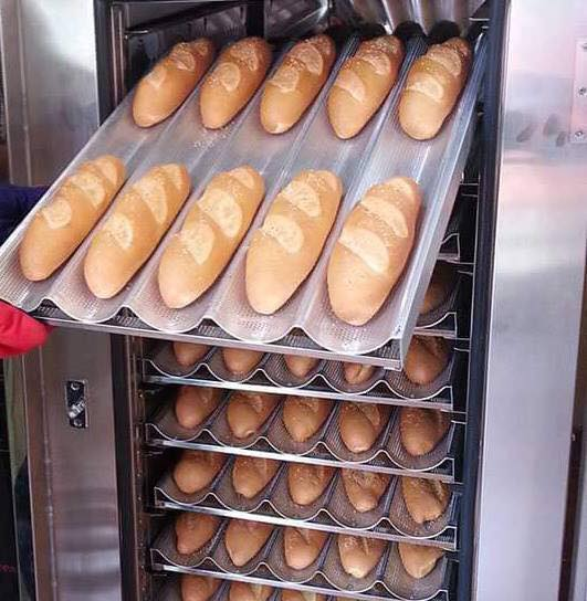 Bánh sau khi nướng bằng lò xoay chín đều, giòn rụm