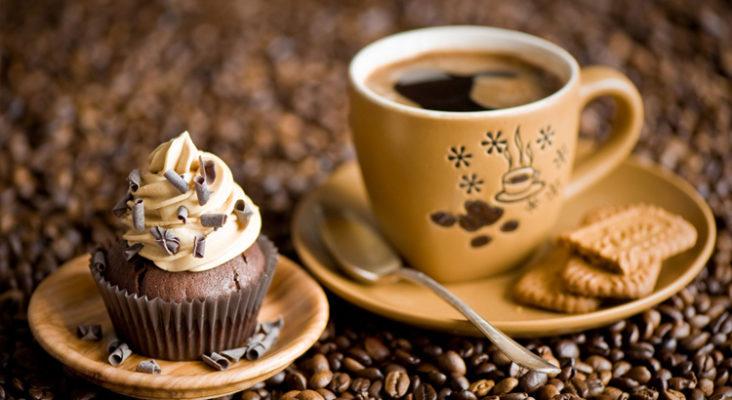 Cafe kết hợp bánh ngọt đang là điểm đến lý tưởng cho nhiều người hiện nay
