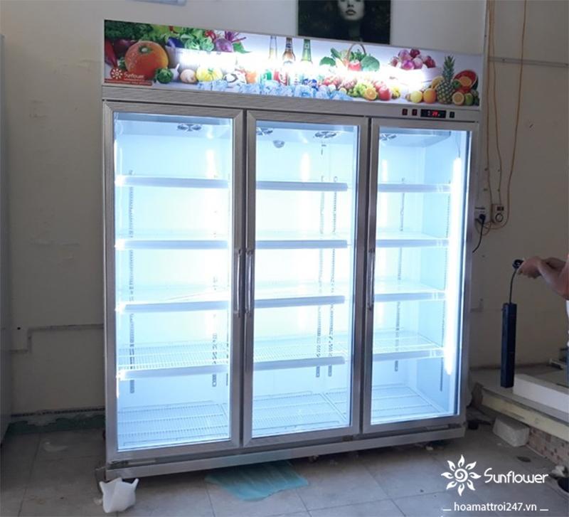 Tủ được trang bị hệ thống đèn led lung linh cực kỳ thu hút
