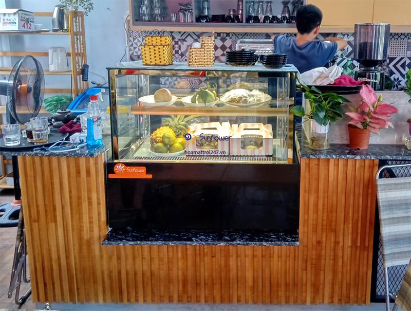 Tủ bánh kem nhỏ còn có thể dùng để bảo quản và trưng bày các loại hoa quả, nước ngọt..