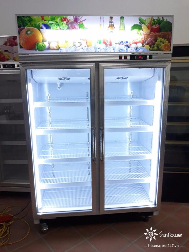 Tủ mát được trang bị tính năng sấy kính hạn chế tối đa tình trạng mờ sương, đọng nước.