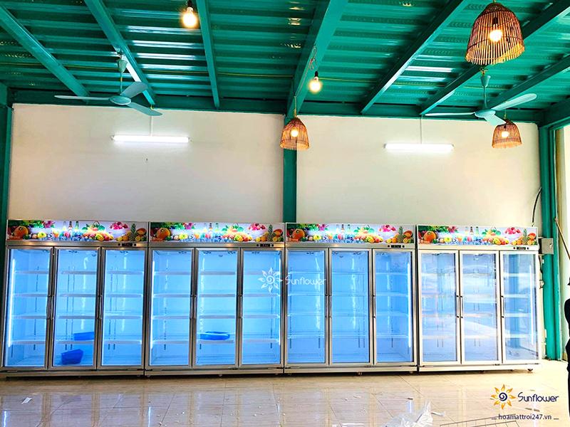 Tủ mát 3 cánh Sunflower có kích thước lớn, tạo cho không gian thêm phần chuyên nghiệp và thu hút