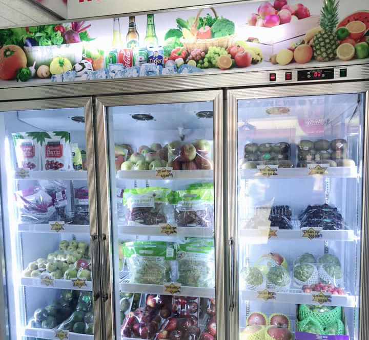 Điều chỉnh nhiệt độ tủ mát trưng bày trái cây hợp lý giúp tiết kiệm điện năng tiêu thụ