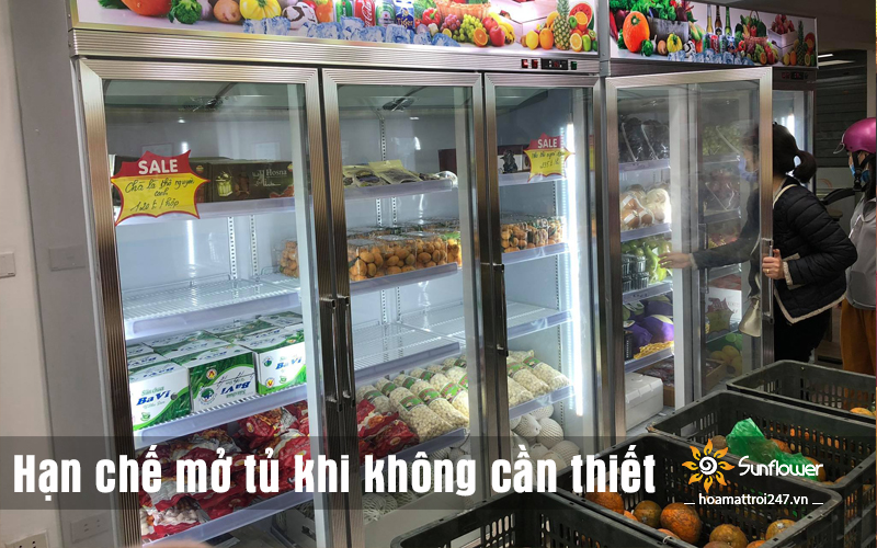 Hạn chế mở tủ mát trưng bày trái cây khi không cần thiết