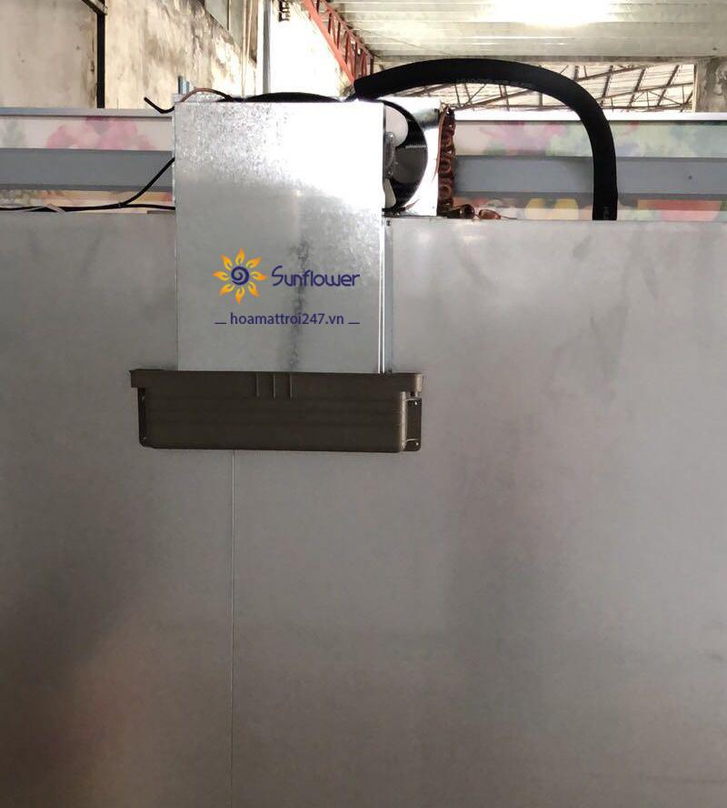 Hệ thống hứng nước phía sau tủ mát 3 cánh
