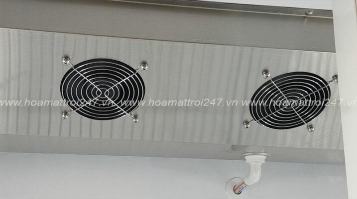 Hệ thống quạt gió đối lưu bên trong tủ giúp hơi lạnh lưu thông đến toàn bộ mọi vị trí trong tủ.