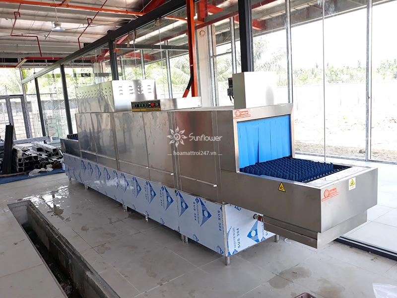 Máy rửa bát đĩa công nghiệp băng chuyền lựa chọn hoàn hảo cho các bếp ăn công nghiệp, nhà hàng, căng tin....