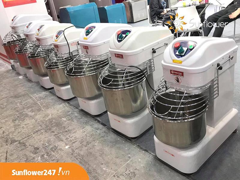 Máy nhồi bột công nghiệp luôn có sẵn hàng tại Hoa Mặt Trời