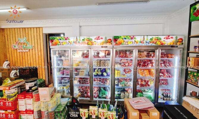 tủ mát trưng bày trong siêu thị.