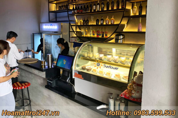 Đầu tư tủ bánh nhỏ cho quán cà phê