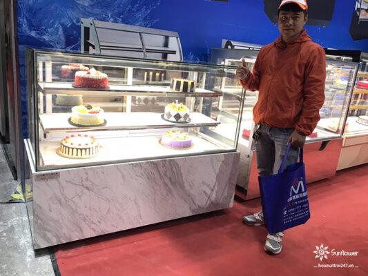 cách chọn mua tủ trưng bày bánh ngọt